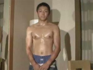 【ゲイ動画ビデオ】イモ系の素人がローションでヌルヌルにされてからアナルセックスで犯され続けてしまう!