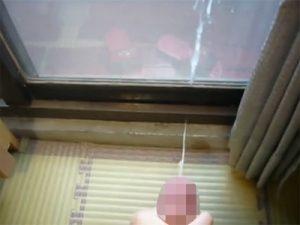 【無修正ゲイ動画】オナニーを楽しんで男が大量のザーメンを窓にかけながら絶頂をしてしまうww