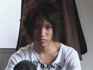 【ゲイ動画】若手俳優のような風貌をしているイケメンがチンコを出してオナニーを楽しむ!