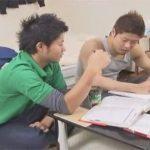 【ゲイ動画】家庭教師の男と勉強をしていたイカニモ系がムラムラしてきたためアナルセックスをして愛し合ってしまう!