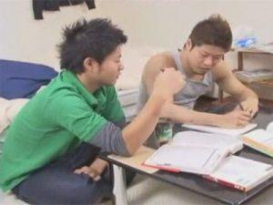【ゲイ動画ビデオ】家庭教師の男と勉強をしていたイカニモ系がムラムラしてきたためアナルセックスをして愛し合ってしまう!