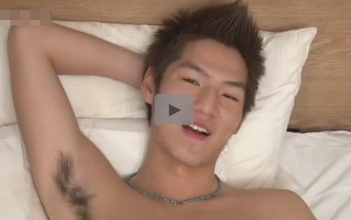 【ゲイ動画】可愛い顔をしている素人が毛がボーボーのアナルをいじられてからアナルセックスで犯される!