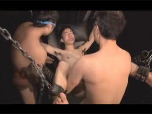 【ゲイ動画ビデオ】毎週末はハッテン場のケツ掘りブランコルームで待機し行きずりのタチにケツマンを延々と掘られヨガる淫乱坊や!