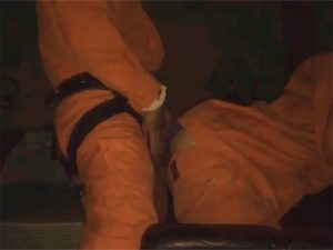 【ゲイ動画】ガチのレスキュー隊員が着衣のままバックハメ!出動要請が来ても良いように着衣のままハメる用意周到ぶり!