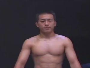 【ゲイ動画】素人のイモ系が程よく引き締まっている体をゴーグルマンに犯され続けてしまう!