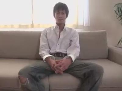 【ゲイ動画】素人のイケメンがプロの撮影で全身をチェックされてからアナルセックスで犯されてしまう!