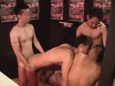 【ゲイ動画】とあるビルの中にあるヤリ部屋に集まった男たちが乱交を楽しみ続けてしまう!