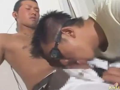 【ゲイ動画】野球部のような風貌がある男がゴーグルマンにフェラをされてからアナルセックスで犯される!
