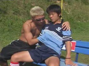 【ゲイ動画ビデオ】18歳のノンケサッカー部員が野外でゴーグルマンの寸止めフェラや手コキに射精感を抑え切れずザーメンを暴発!