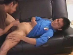 【ゲイ動画ビデオ】サッカーのイタリア代表ユニフォームを着ている男がフェラや手コキをされ続けてしまう!
