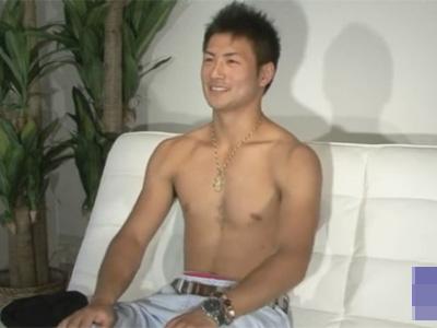【ゲイ動画】20歳の爽やかノンケボクサーを渋谷でナンパ!スタジオに移動しチンポをしゃぶり倒し高速手コキでイカせる!