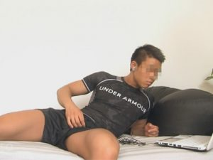 【ゲイ動画】日焼けしたスジ筋マッチョな身体がカッコいいアスリート系スポメンのオナニーライフを覗き見る!
