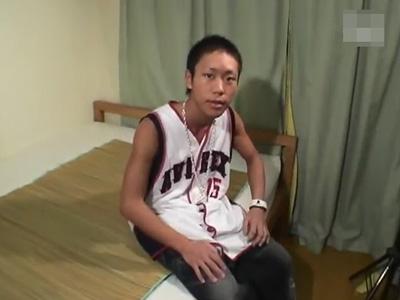 【無修正ゲイ動画】ハタチの素人Bボーイ登場!パンツを履き替えてもらったりオナっているところを撮影する!