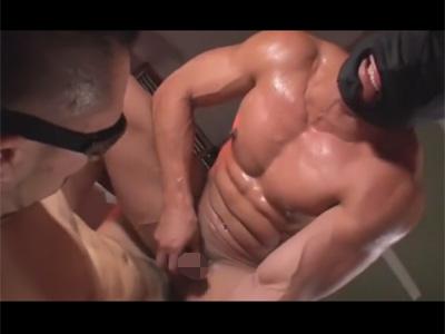 【ゲイ動画】アナルSEXでトコロテン&潮吹き!ゴリマッチョな全頭マスクのモロ感兄貴が咆哮しながらイキまくり!
