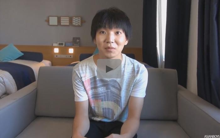 【無修正ゲイ動画】オカリナに若干似ている可愛い系がシティホテルでオナニーをしている姿を見せてくれる!