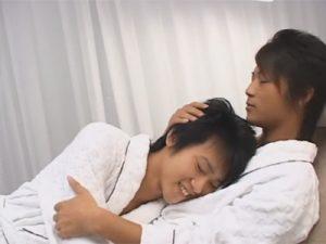 【ゲイ動画】シャワーをして体を洗いあった可愛い系の2人がバスローブ姿になってからアナルセックスをして愛し合う!