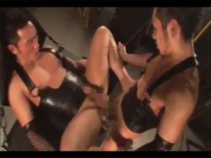 【ゲイ動画ビデオ】拘束状態のマッチョの男がディルドでアナルを掘られてから真崎航にアナルセックスで犯され続ける!