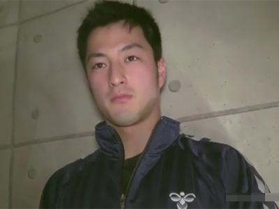 【ゲイ動画】体操経験者のきれいな肉体のアスリート系素人男性がプロの男性に体をいじられて絶頂する!