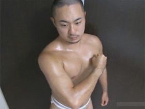 【ゲイ動画ビデオ】レーザーラモンRGに似ているイモ系の男がゴーグルマンにアナルを掘られて激イキしてしまう!