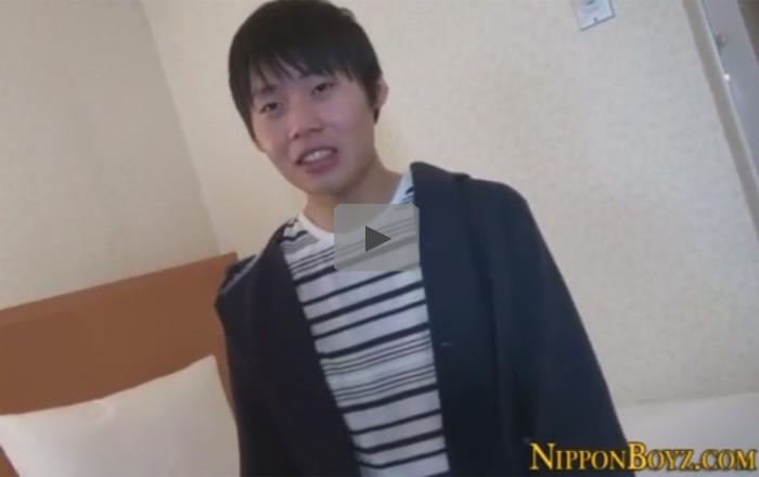 【無修正ゲイ動画】人畜無害そうな優しい顔の細身の男がオナニーを楽しむことになっちゃう!