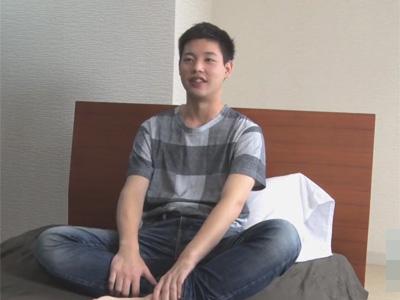 【ゲイ動画】童顔の素人の男がディルドなどを使われながらアナルをいじられ続けてしまう!