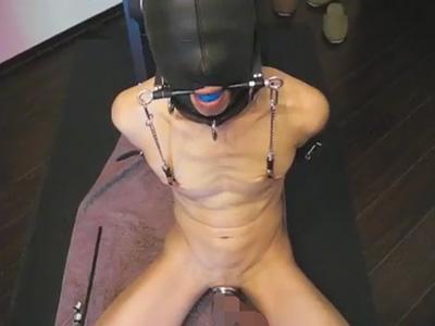 【無修正ゲイ動画】肥大乳首は腫れ上がる程に引っ張られチンポには尿道プラグ!完全調教されたマゾ野郎を弄ぶ!