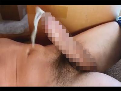 【無修正ゲイ動画】チンピク筋だけでノーハンド射精する外人のある意味すごいオナニー姿が見られる!
