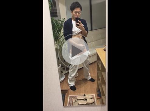 【無修正ゲイ動画】スジ筋の男が鏡の前でオナニーをしている姿をスマホで自撮りしちゃう!