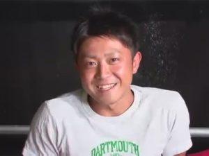 【ゲイ動画ビデオ】笑顔が可愛いノンケの細マッチョイケメンが仰向けでゴーグルマンに一方的にチンポとアナルを弄ばれて絶頂!