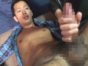 【無修正ゲイ動画】ヤンキー顔のオラオラ系が自慢のデカチンをゴーグルマンにいじらせて射精をする!