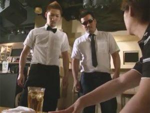 【ゲイ動画ビデオ】経営するゲイバーにオーナーがお忍びで視察!悪い接客態度に激昂しイケメン店員を脅迫レイプ!
