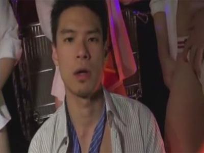【無修正ゲイ動画】シュッとした男が大乱交でゴーグルマンに犯され続けることになっちゃう!