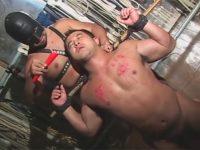 【ゲイ動画】大きな体のマッチョがSMプレイで犯されることになって拘束されながら痛みと快楽を楽しんじゃう!