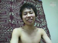 【無修正ゲイ動画】顔が少しだけパンパンに膨れている素人の男がオナニーを楽しんで絶頂をしてしまうww