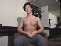 【ゲイ動画】マッチョのイケメンの素人の男がゴーグルマンの技で昇天をしてアナルセックスを楽しんでしまう!